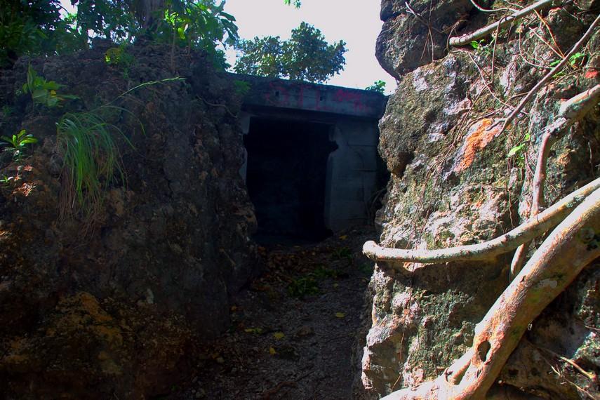 Sebagian bunker terhubung melalui terowongan bawah tanah ke pusat komando