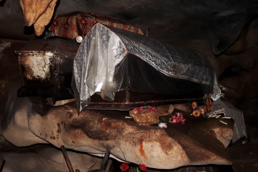 Sebagian peti-peti jenazah yang diletakan didalam gua sudah berumur ratusan tahun