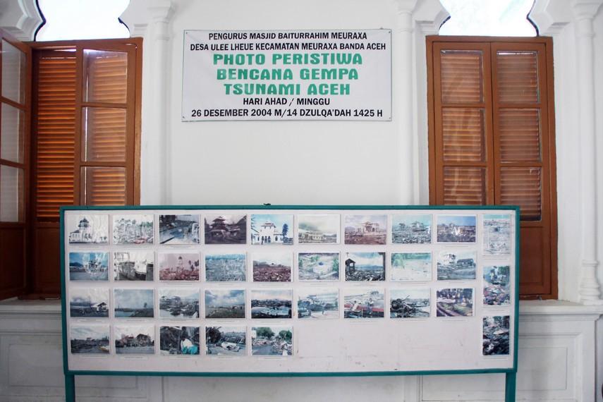 Sebagian replika dokumentasi tsunami 2004 sebagai bahan informasi dan wawasan bagi pengunjung