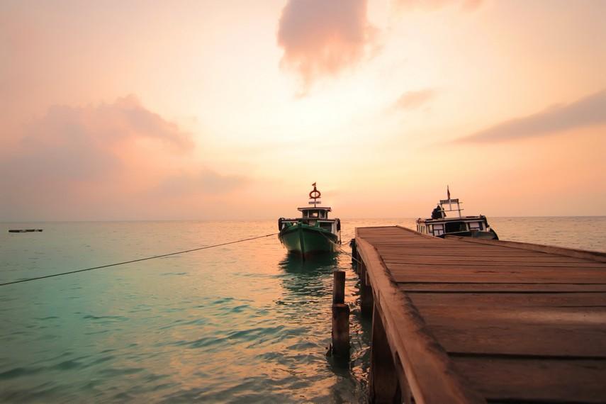 Sebesi menjadi tempat yang menarik untuk para fotografer mengabadikan panorama indah pulau ini