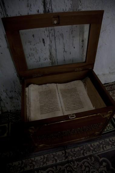 Sebuah al-quran kuno yang dituliskan oleh para pendiri awal mesjid