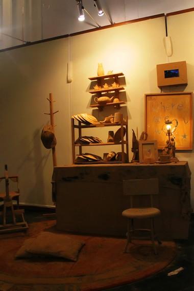 Sebuah instalasi seni menarik yang ada di ruang utama Museum Seni Rupa dan Keramik
