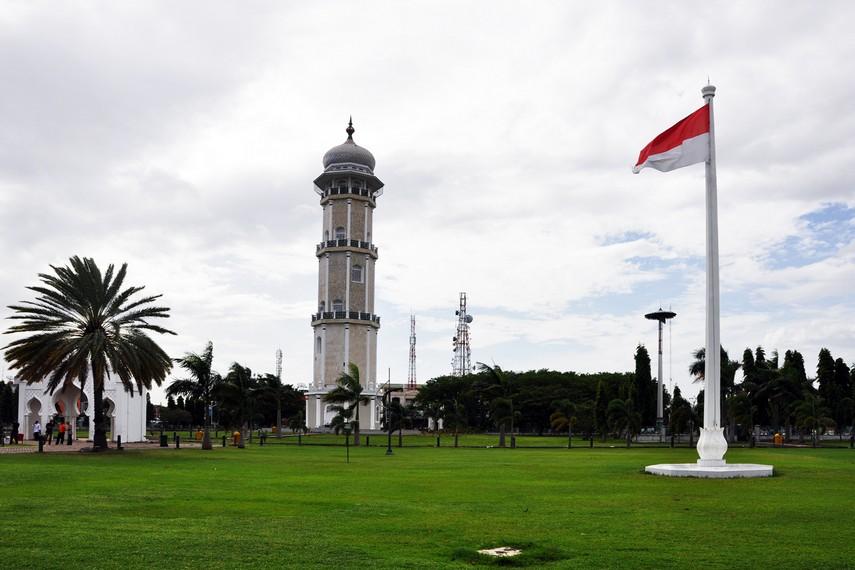 Secara keseluruhan, total luas area Masjid Raya Baiturrahman adalah 16.070 meter persegi