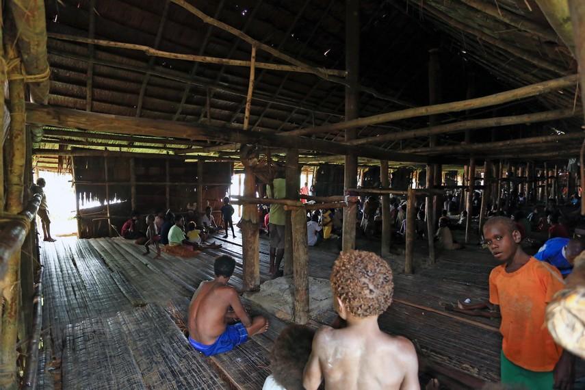 Segala aktifitas desa biasa dilakukan di rumah bujang