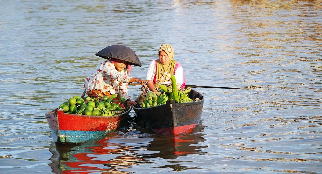 Selain Lok Baintan, para pedagang lainnya datang dari beberapa kampung tak jauh dari anak Sungai Martapura