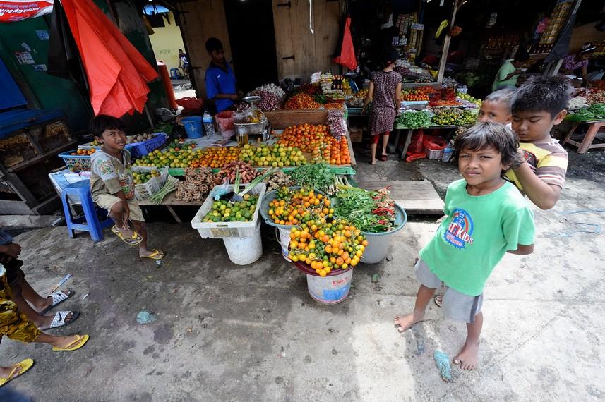 Selain ikan pasar ikan Hamadi ini juga ada penjual sayur sebagai pelengkap kebutuhan pembeli yang datang