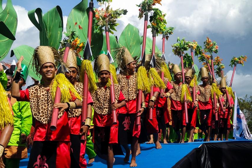 Selain menampilkan Budaya Kutai, adapula pertunjukan budaya dari daerah bahkan negara lain