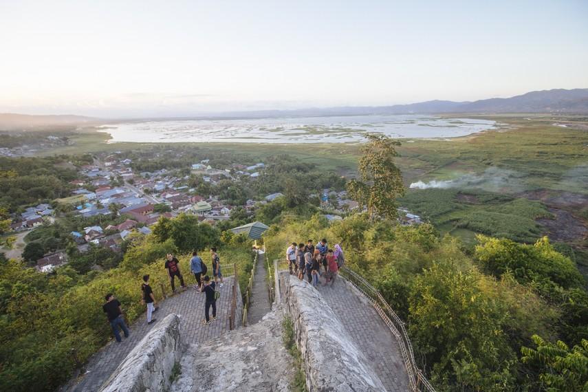 Selain sebagai obyek wisata sejarah, Benteng Otanaha juga menawarkan spot-spot yang bagus untuk para pengunjung yang hobi mengambil gambar lewat bidikan kamera