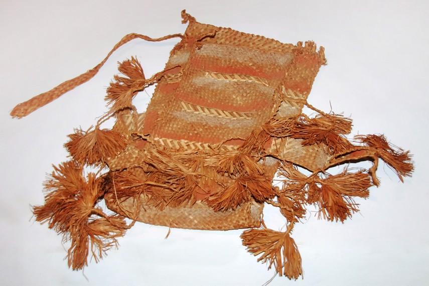Selain sebagai wadah, tas atau esse juga berfungsi sebagai lambang kebesaran bagi masyarakat Suku Asmat