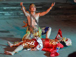 Pembuktian Kesucian Shinta dalam Sendratari Ramayana