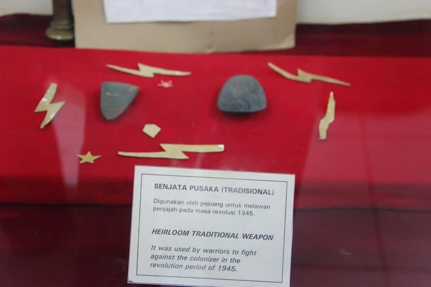 Senjata yang konon memiliki kekuatan gaib ikut disertakan dalam koleksi museum