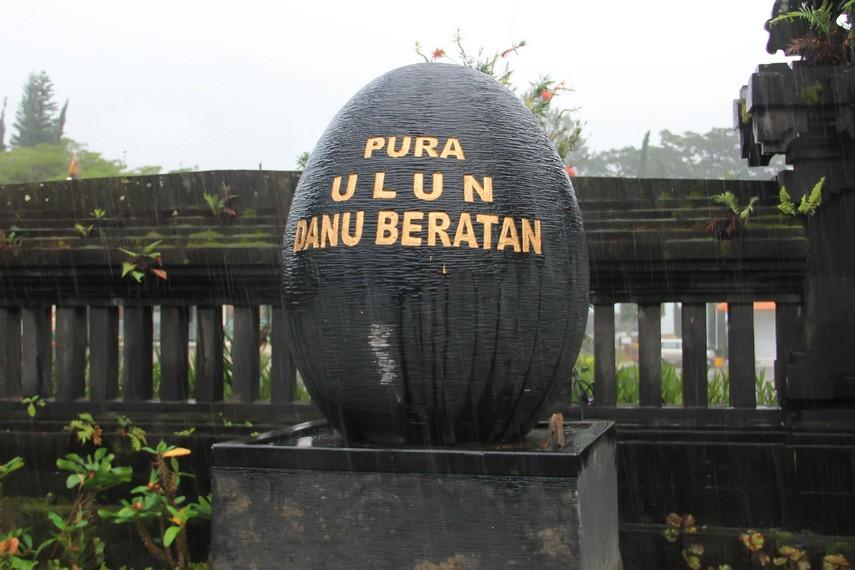 Seperti juga danau-danau lainnya di Bali, Danau Beratan memiliki pura khusus yang disebut dengan Pura Ulun Danu