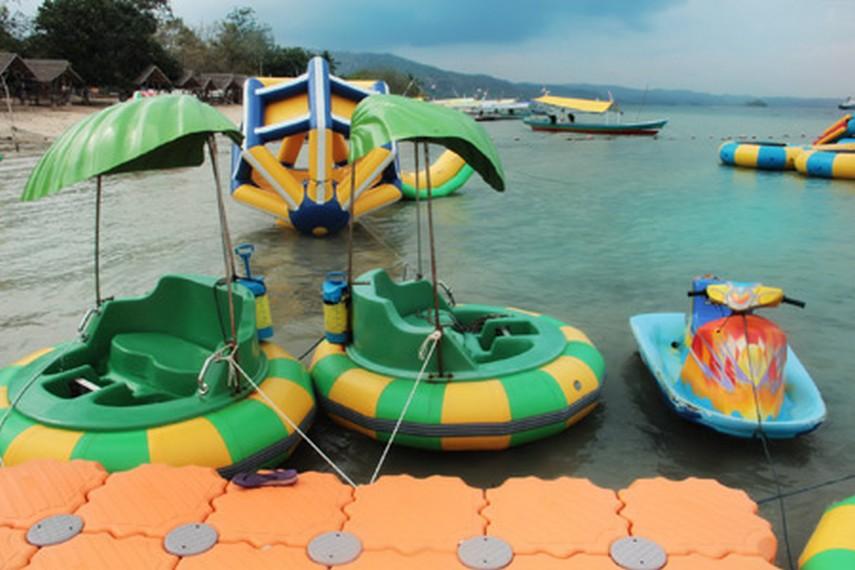 Seperti objek wisata lainnya, Pantai Mutun relatif lebih sepi di luar hari libur