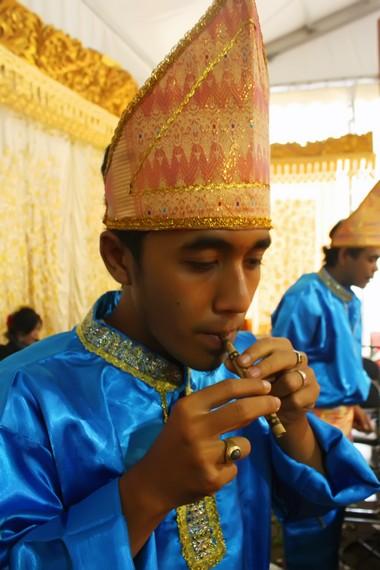 Serunai dimainkan dalam acara-acara adat, seperti ritual batagak panghulu