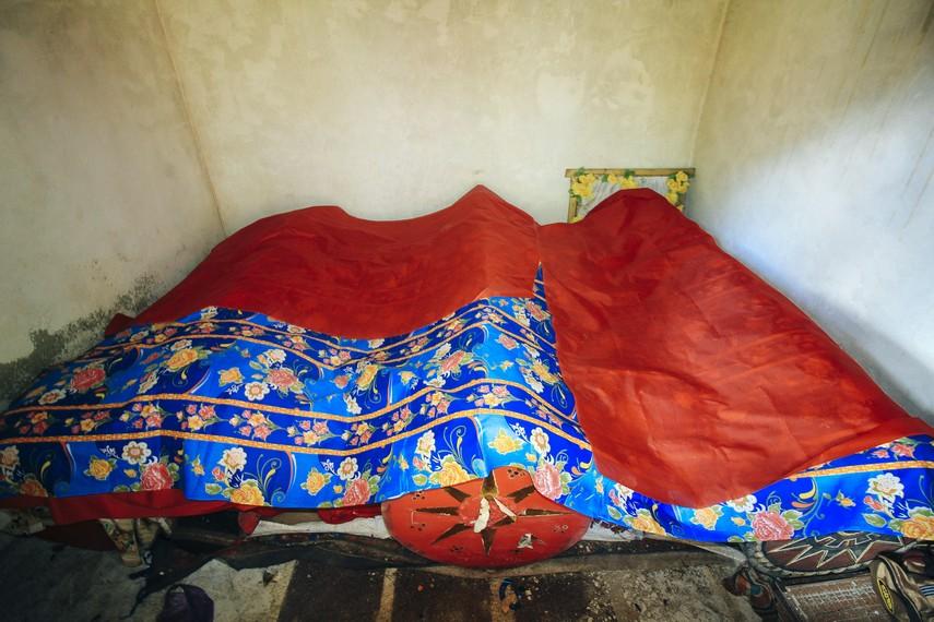 Setelah pakaian baru terpasang, lalu jenazah tersebut dibungkus dan dimasukan kembali ke Patane