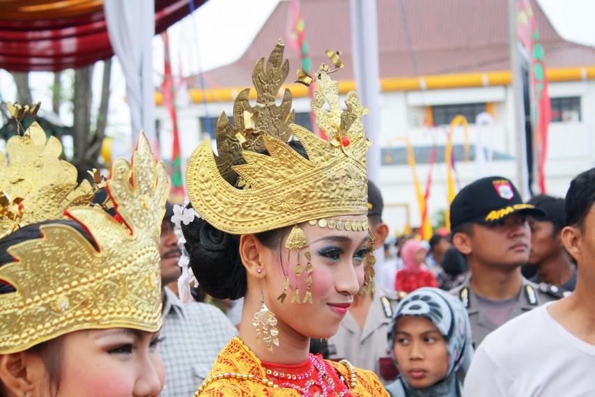 Siger Pepadun, berpuncak sembilan melambangkan sembilan marga (abung siwo megou)