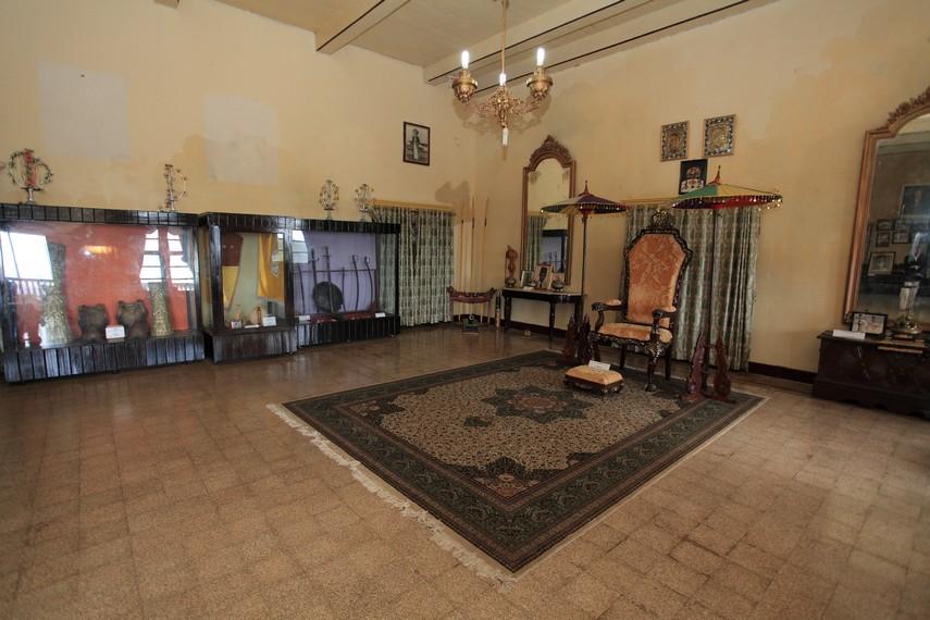 Singgasana Sultan yang berada di ruang utama Kedaton