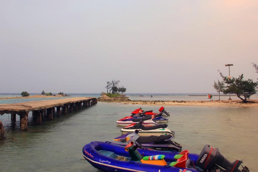 Speedboat yang bisa menjadi pilihan olahraga air di Pulau Tidung