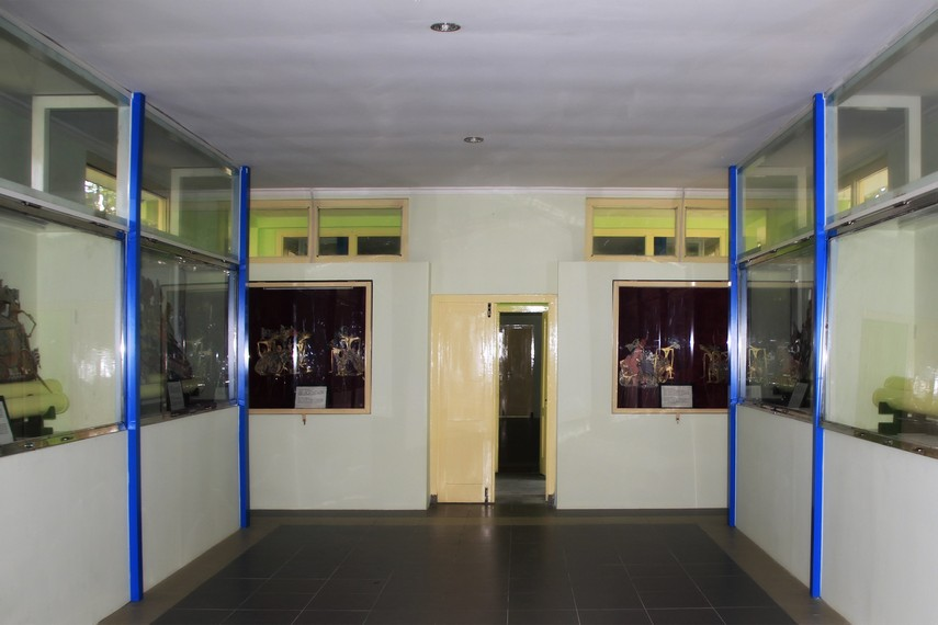Suasana di dalam ruangan Museum Wayang Kekayon