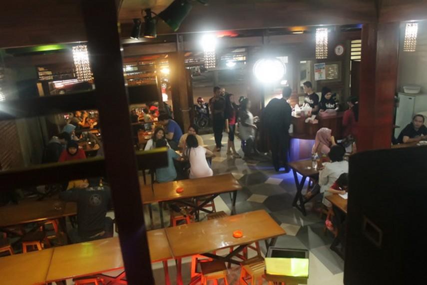 Suasana diwarung Surabi Setia Budi Bandung