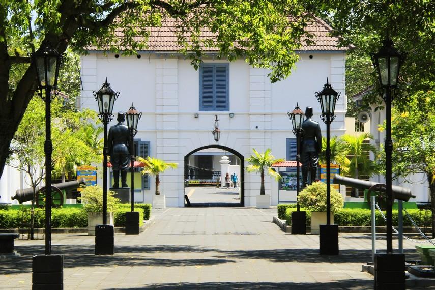 Suasana halaman depan Benteng Vredeburg