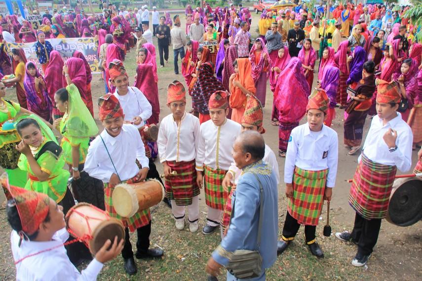 Suasana kemeriahan Festival Moyo yang dipenuhi peserta dari berbagai wilayah di Sumbawa