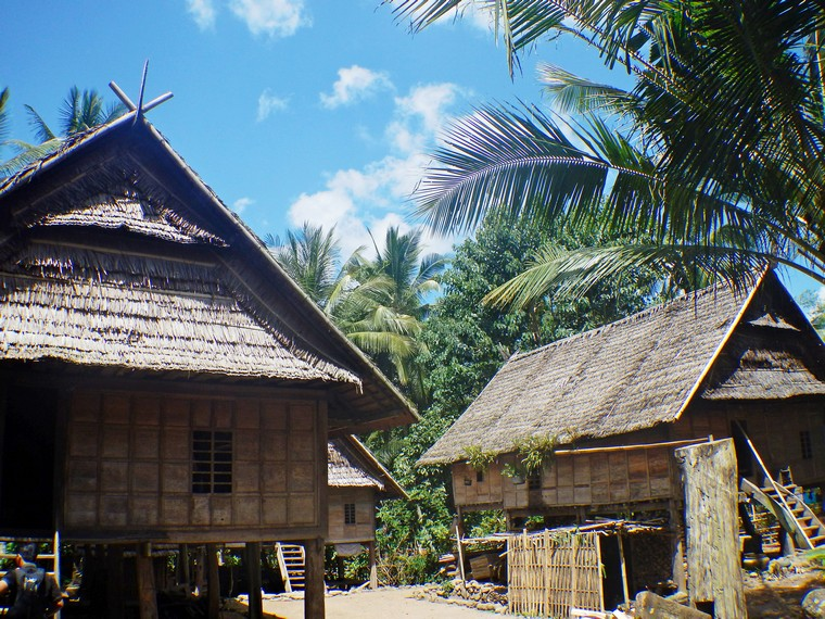 Suku Ammatoa Kajang merupakan salah satu kelompok masyarakat yang kokoh memegang tradisinya