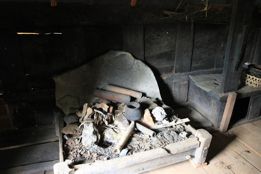 Dapur di rumah adat Toraja