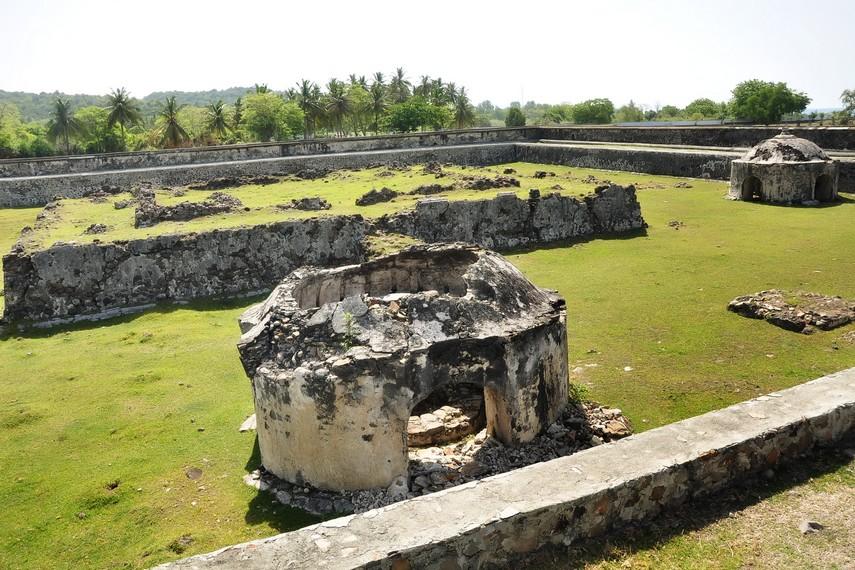 Sumur dengan atap berbentuk stupa