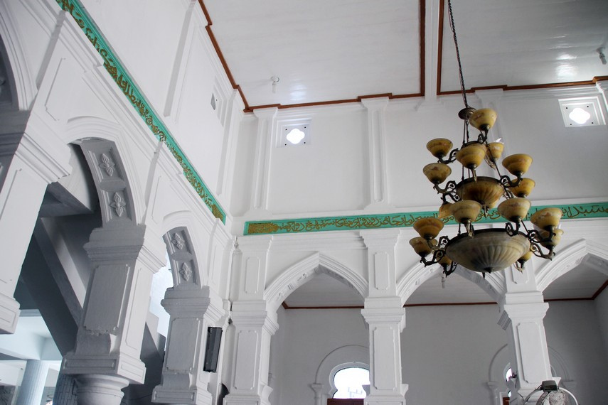 Tahun 1923, Pemerintah Hindia Belanda memugar masjid ini dengan arsitektur yang bergaya Eropa
