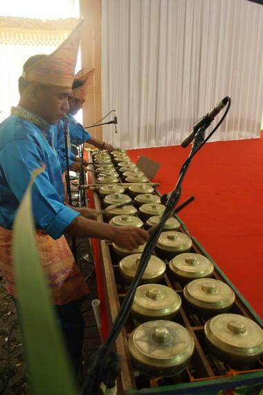 Talempong juga menjadi musik pengiring kedatangan tamu agung