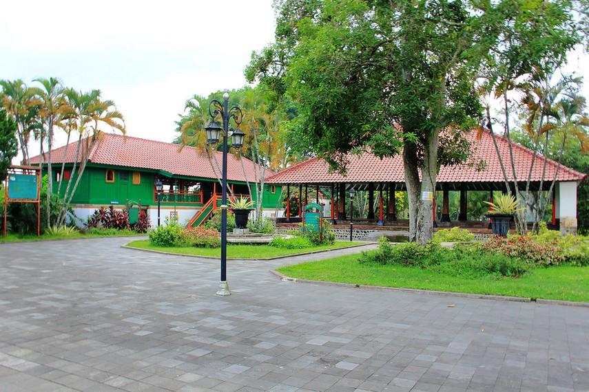 Taman Narmada memiliki area yang luasnya mencapai 10 hektare