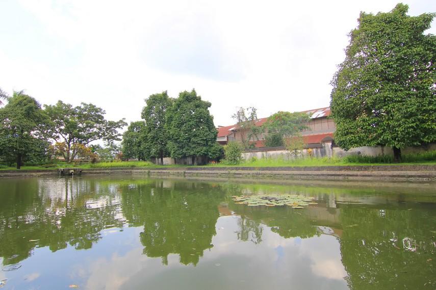 Taman Narmada memiliki lima kolam yang terpisah