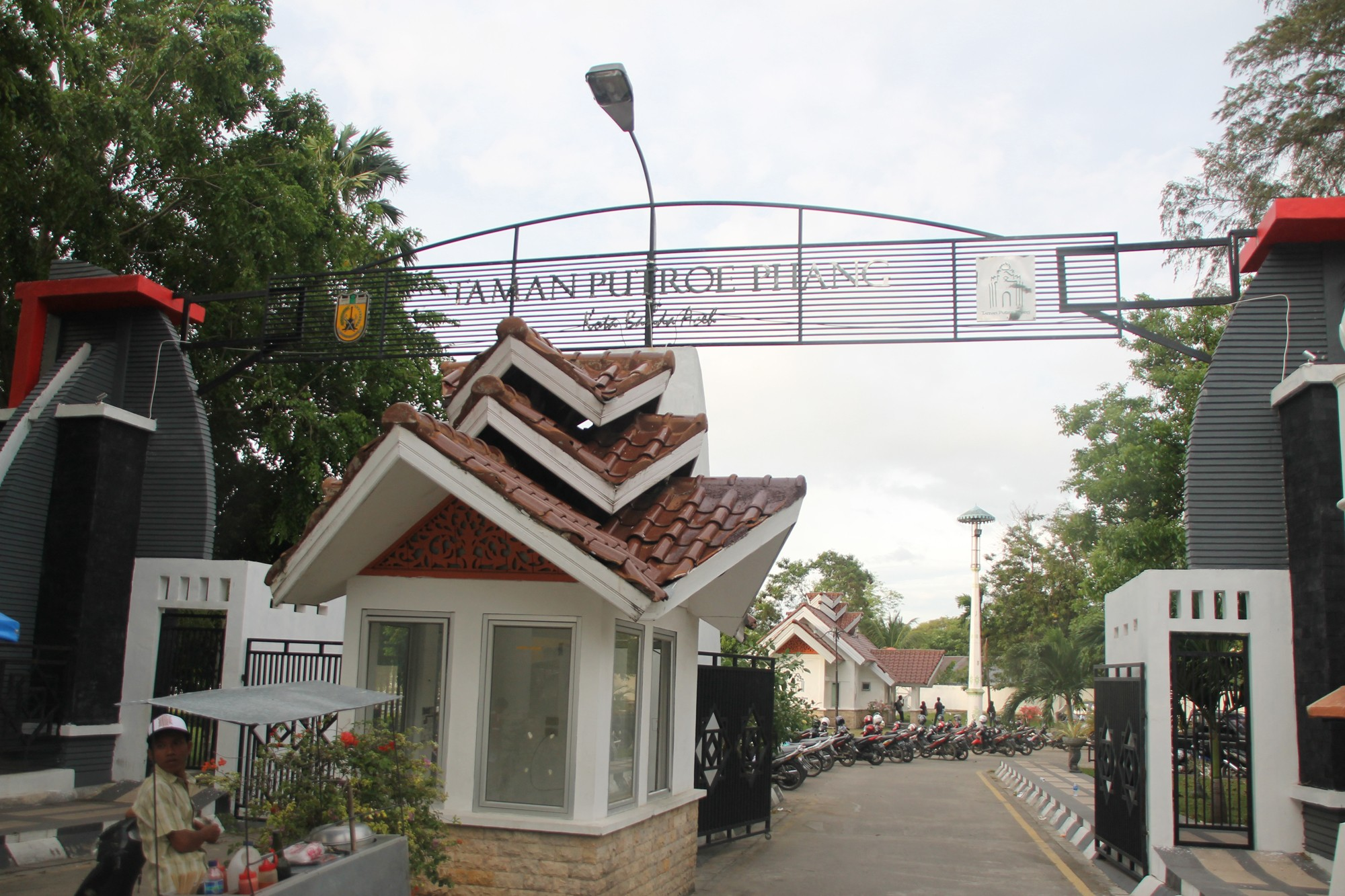 Taman Putroe Phang merupakan bagian kecil yang masih tersisa dari kompleks Istana Kesultanan Aceh Darud Dunya