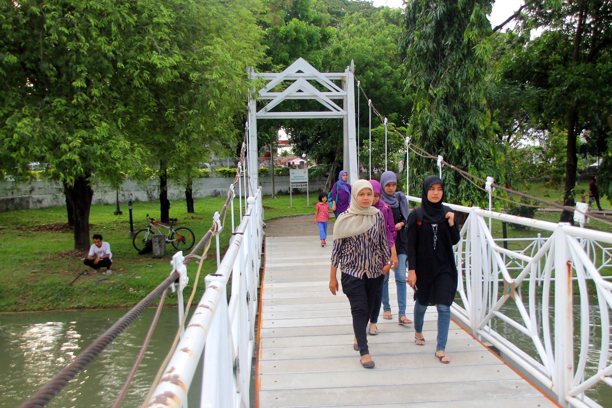 Taman yang memiliki sejarah panjang ini berfungsi seperti umumnya sebuah taman kota