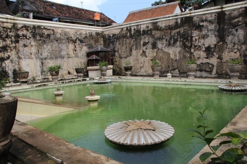 Taman Sari dahulu dijadikan tempat pemandian Sultan Hamengku Buwono pertama hingga ketiga