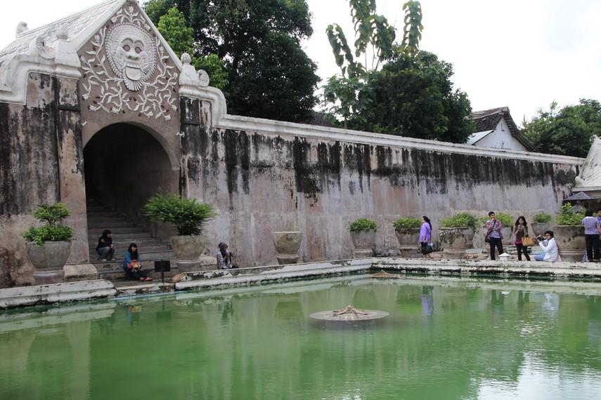 Taman Sari dibangun oleh arsitektur Portugis pada tahun 1758