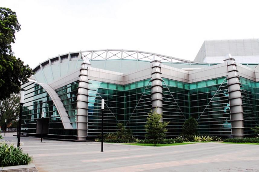 Teater Jakarta, Gedung teater berstandar internasional untuk mementaskan pertunjukan teater dari seniman-seniman Indonesia