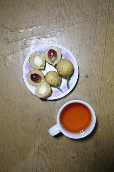 Tampilan buah Pala dan Minuman Kemasan Pala