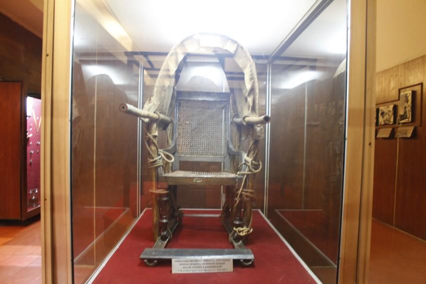 Tandu yang dahulu digunakan Jenderal Sudirman menjadi koleksi Museum Satria Mandala