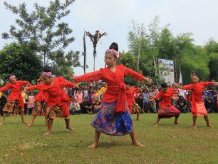 Tari Mojang Jaipong, Identitas Masyarakat Sunda