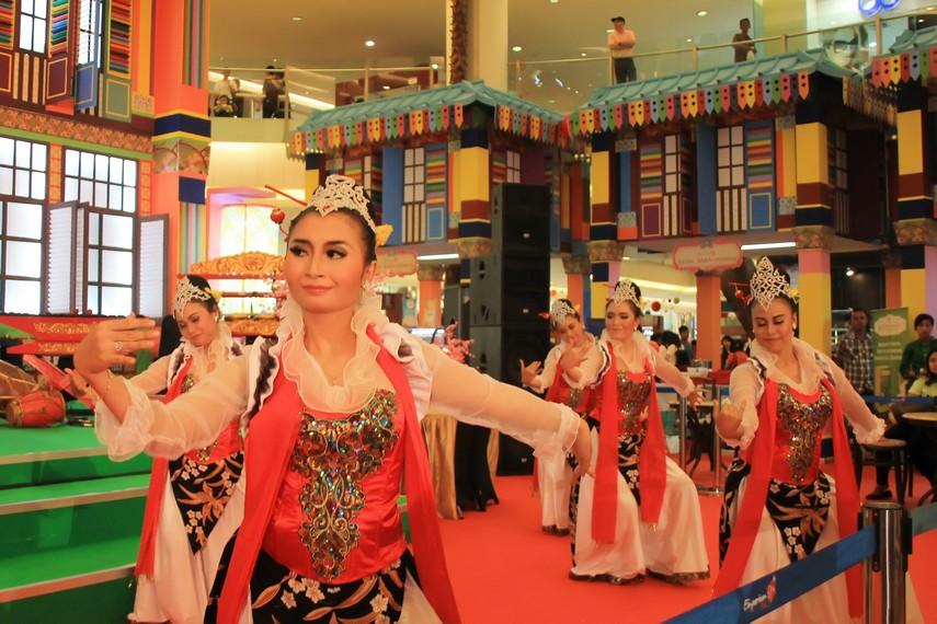 Tari cokek umum ditemukan di masyarakat peranakan Tionghoa di Jakarta dan utara Banten