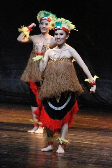 Tari yospan juga dikenal sebagai tari persahabatan masyarakat Papua