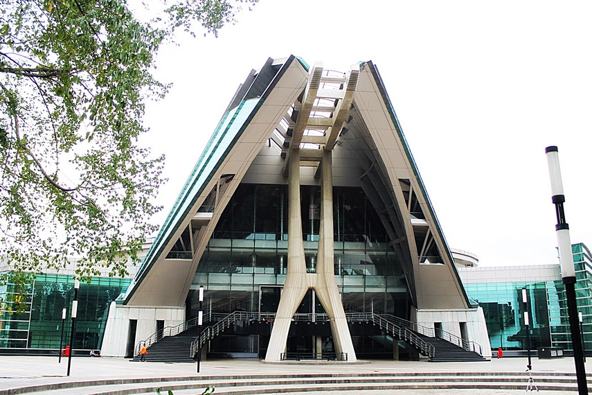 Teater Jakarta yang berdiri kokoh dan megah di dalam Komplek Taman Ismail Marzuki