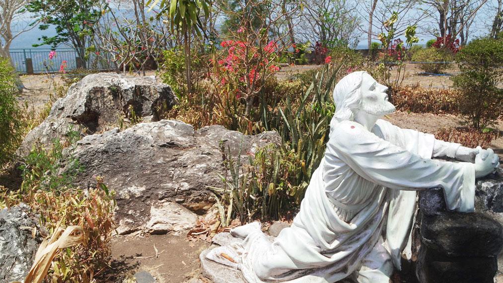 Tempat ziarah Maria Bunda Segala Bangsa di kota Maumere, Kabupaten Sikka, merupakan salah satu yang patut dikunjungi