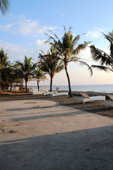 Tempat Berjemur yang disediakan untuk para pengunjung di Pantai Akkarena