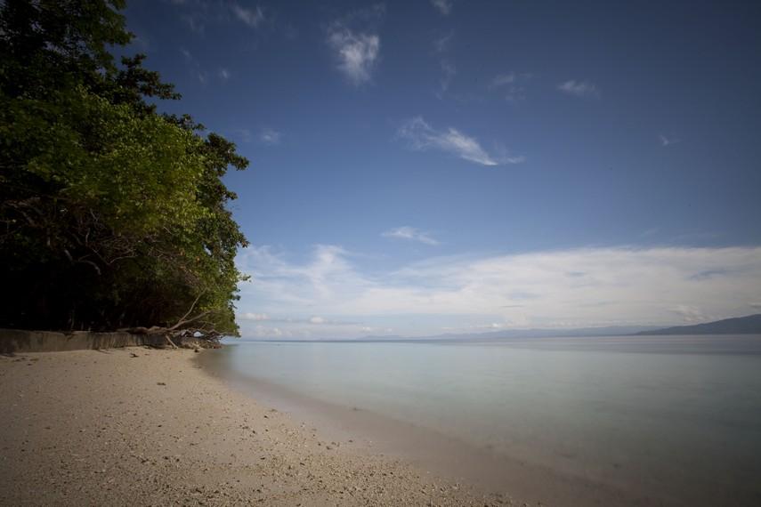 Tenangnya wilayah perairan Pantai Liang