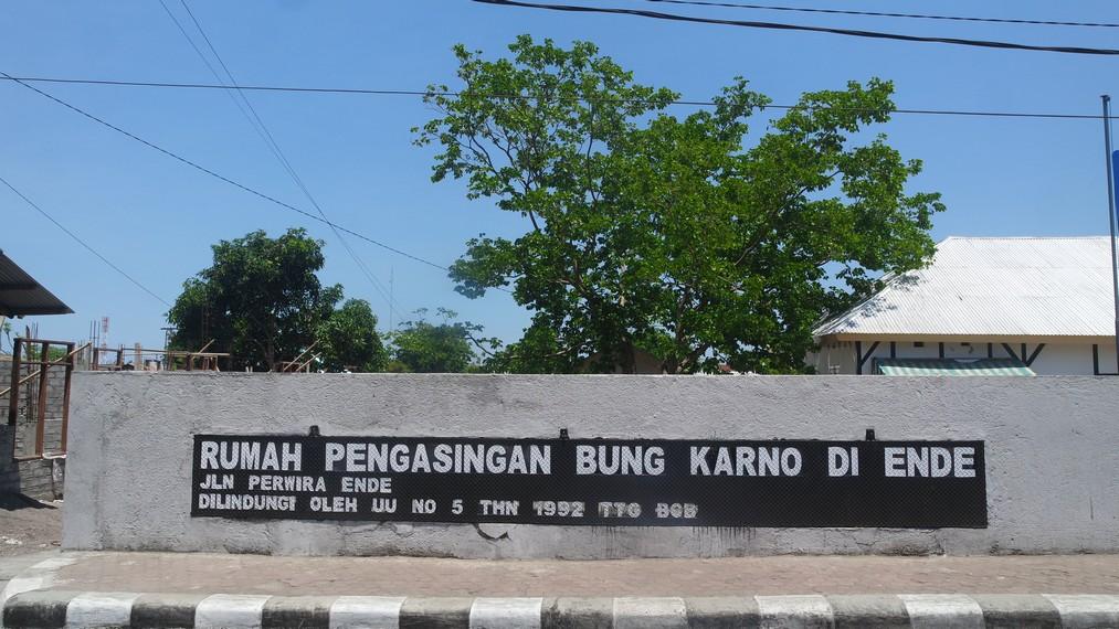 Terletak di Jalan Perwira, Kelurahan Kotaraja Kecamatan Ende Utara