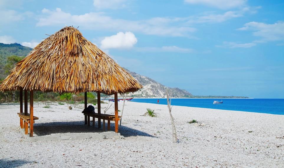 Tersedia beberapa lopo-lopo (sejenis gazebo) sebagai tempat untuk beristirahat para pengunjung