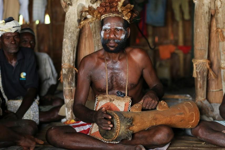 Tifa adalah alat musik ritmik yang berbunyi lebih ringan daripada gendang